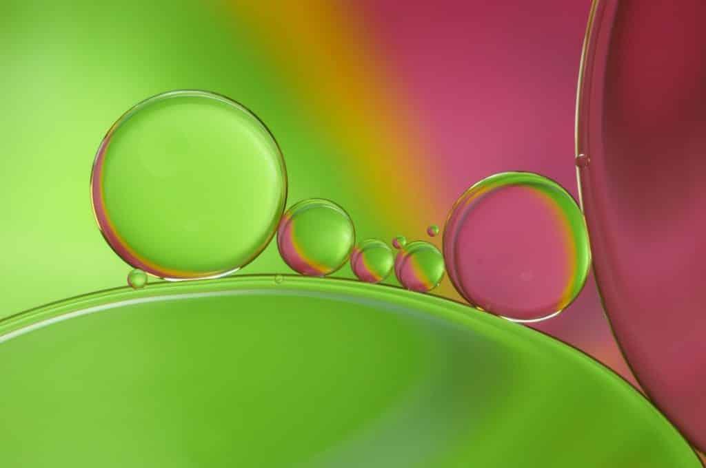 Huile végétale et huile essentielle